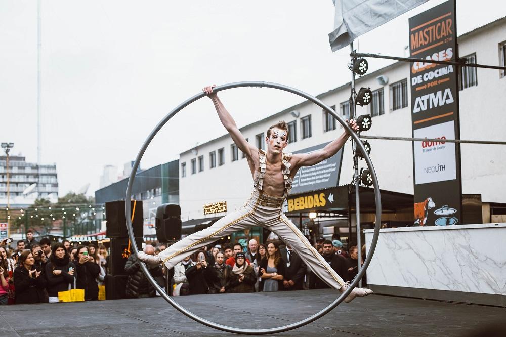 Show de Cirque du Soleil sobre el escenario en Masticar 2016