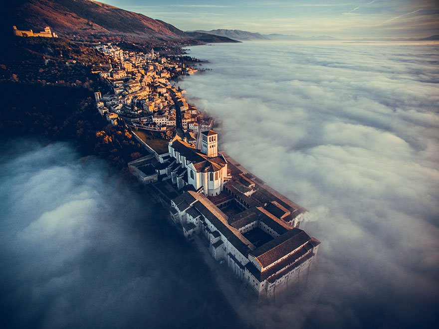 1 Primer Premio – Categoria Viajes Basilica de San Francisco de Asís Umbría Italia DRONESTAGRAM 2016