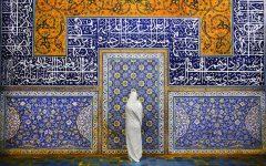 2  Una mujer en la mezquita Sheikh Lotfollah Mosque, Isfahan, Irán