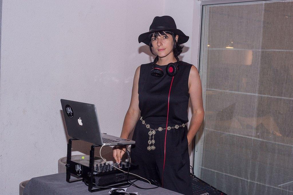 La dj Lara Pedroza musicalizó el cocktail de la marca danesa BoConcept en Punta del Este