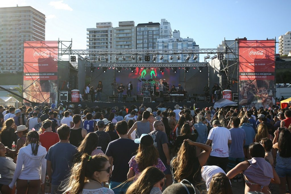 Los Cafres cerraron el show en la presentación de Coca-Cola Sin Azúcar ante más de 3500 personas