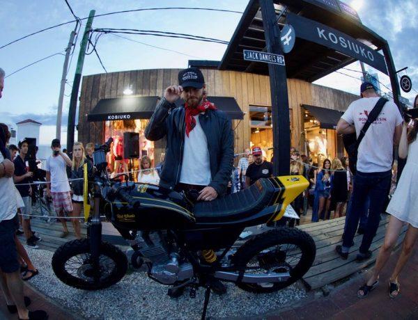 Luca Bonomi junto a la motocicleta customizada por HCG y Hot Wheels que fue sorteada!