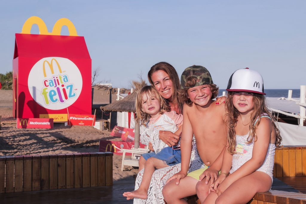 Magui Aicega con sus hijos McDonald's