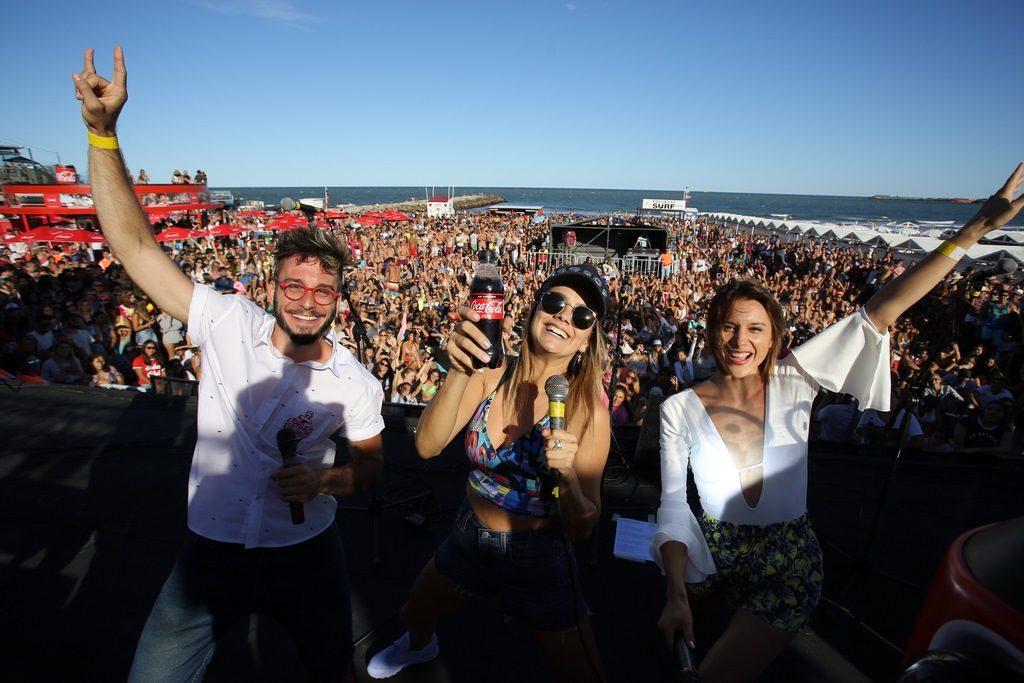 Natalie Pérez, y los conductores de Coca-Cola For Me, Noe Antúnez y Tomi Munaretto, se divirtieron junto a las más de 3500 personas que se acercaron al Coca-Cola Point