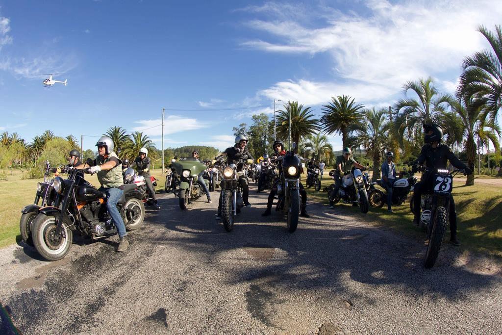 Riders antes de la salida - 150 motos participaron del ride