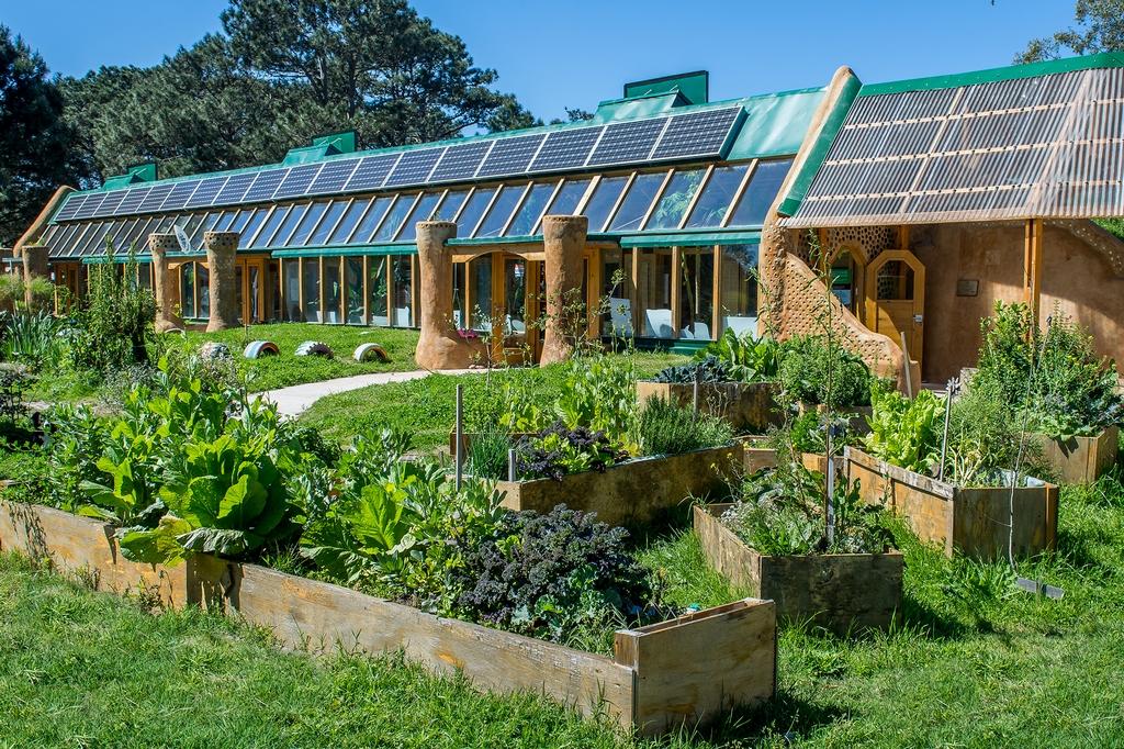 Una escuela sustentable argentina Michael Reynolds loqueva