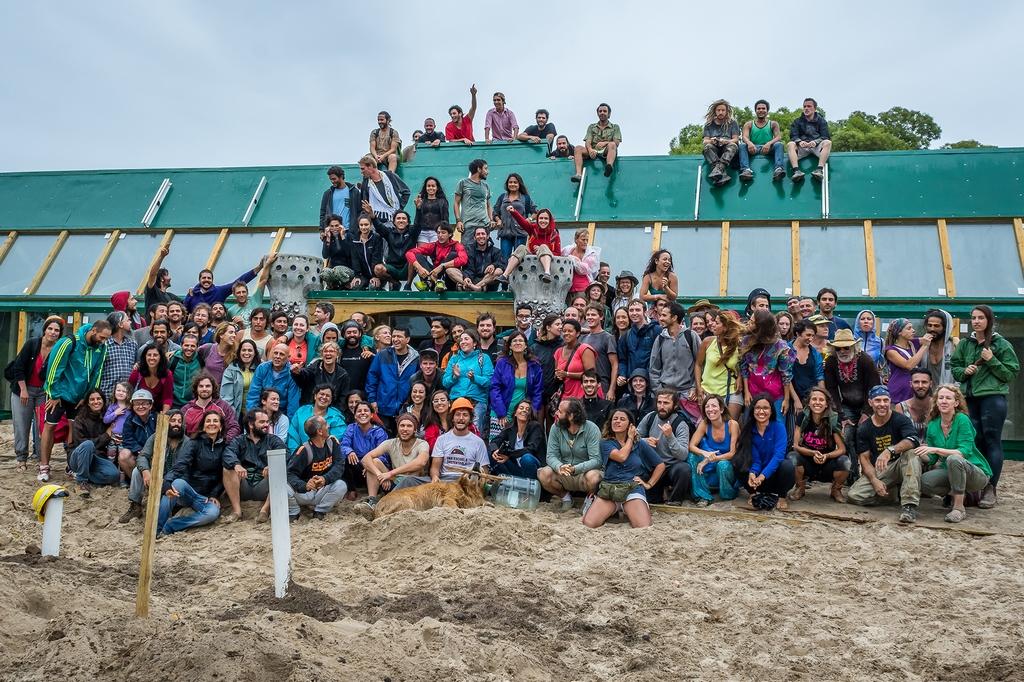 Una escuela sustentable argentina Michael Reynolds loqueva (2)