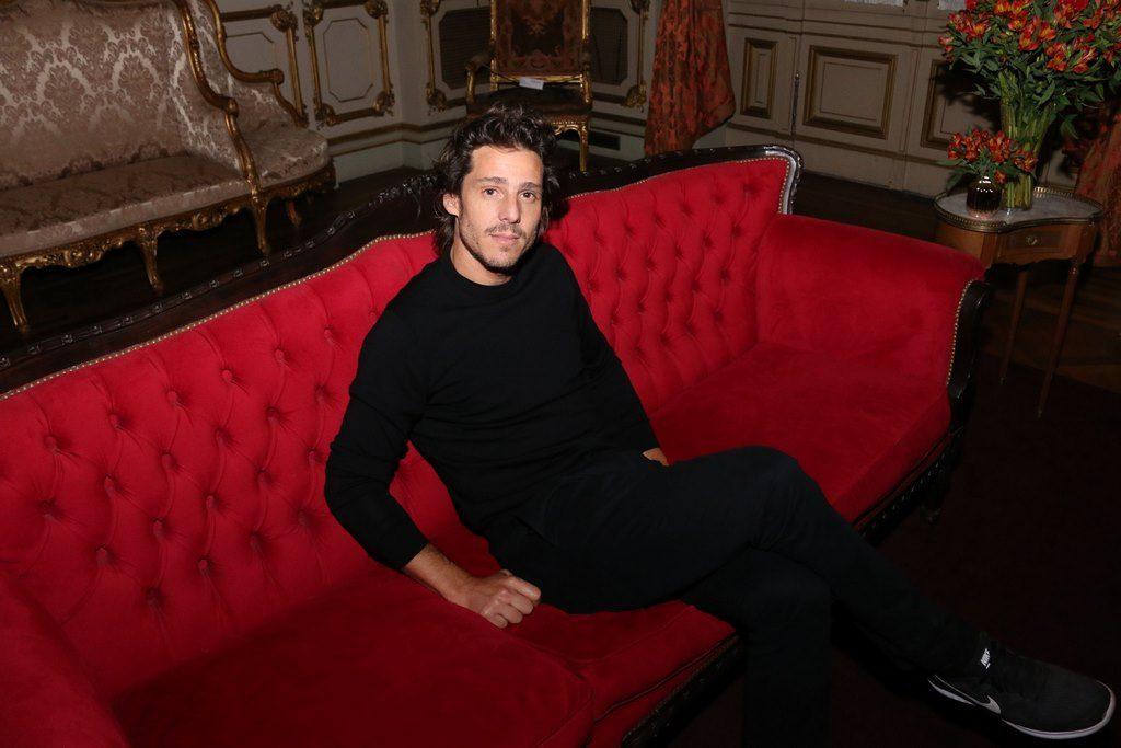 Gastón Gaudio en el cocktail de Stella Artois en el marco de Connected en el Teatro Colon