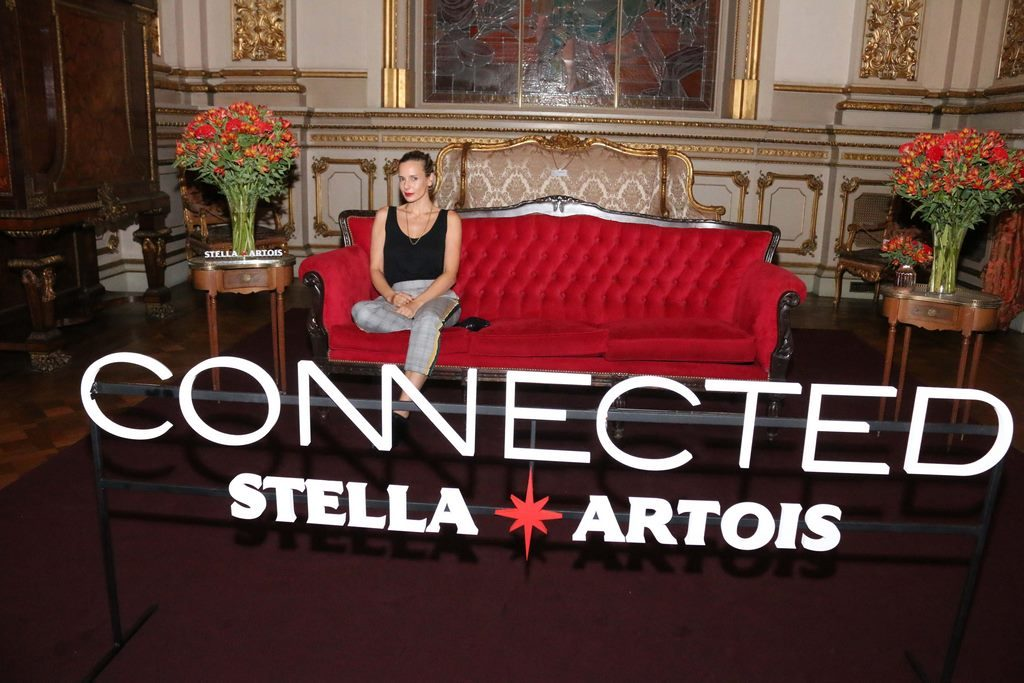 Julieta Cardinali en el cocktail de Stella Artois en el marco de Connected en el Teatro Colon