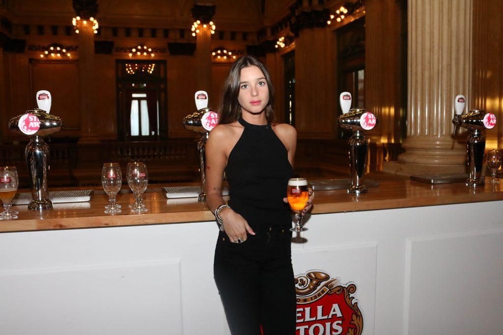 Lucia Celasco en el cocktail de Stella Artois en el marco de Connected en el Teatro Colon