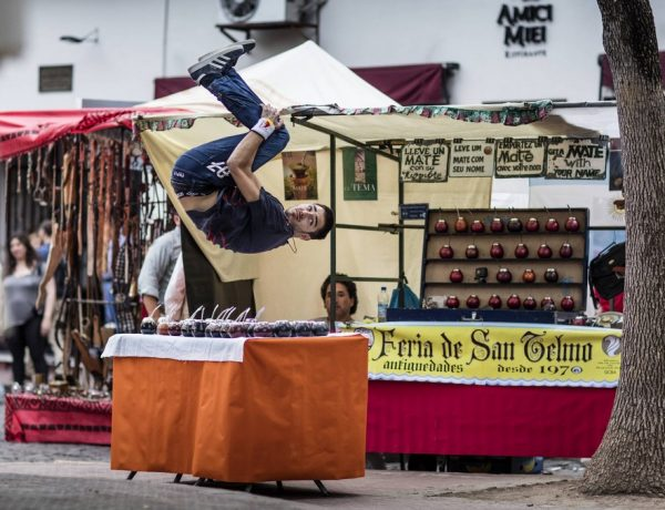Dimitris Kyrsanidis parkour en buenos aires running late red bull
