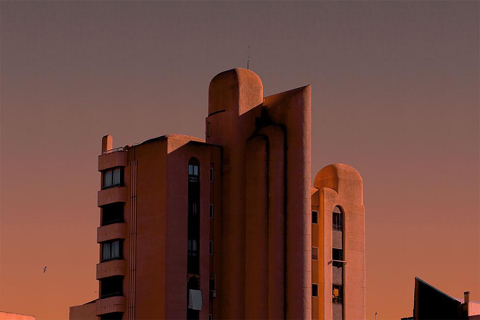 Al Mefer captura la arquitectura marciana futurista de Benidorm