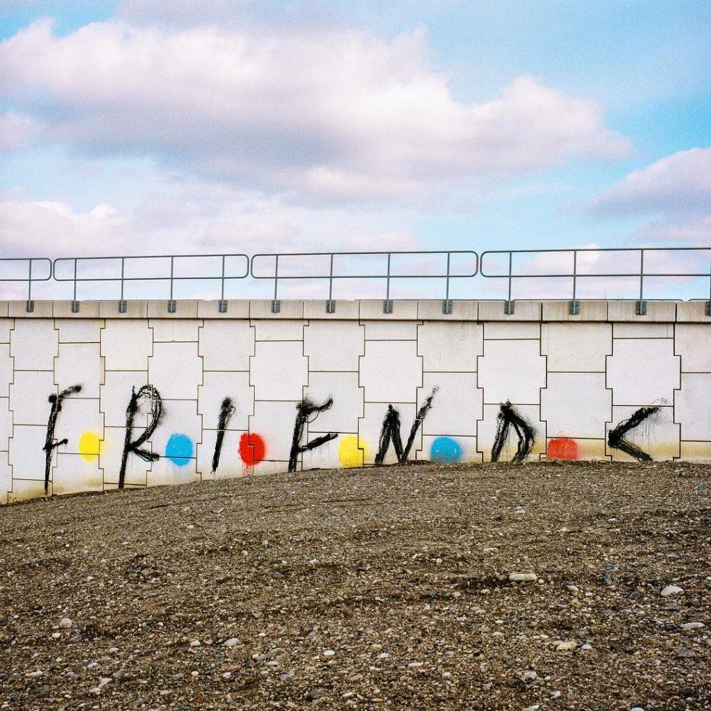 Trevor Wheatley y Cosmo Dean instalaciones basadas en frases (15)