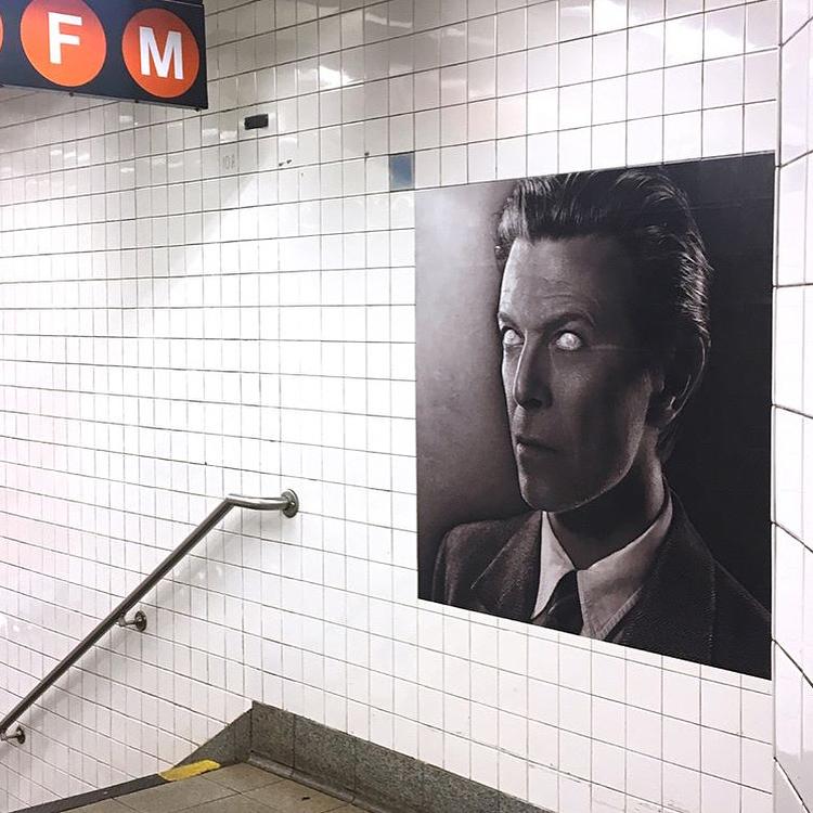 David Bowie invadió una estación de subte de Nueva York (10)
