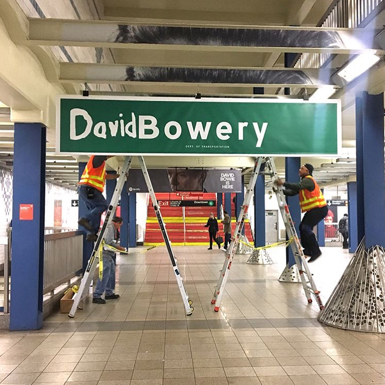 David Bowie invadió una estación de subte de Nueva York (8)