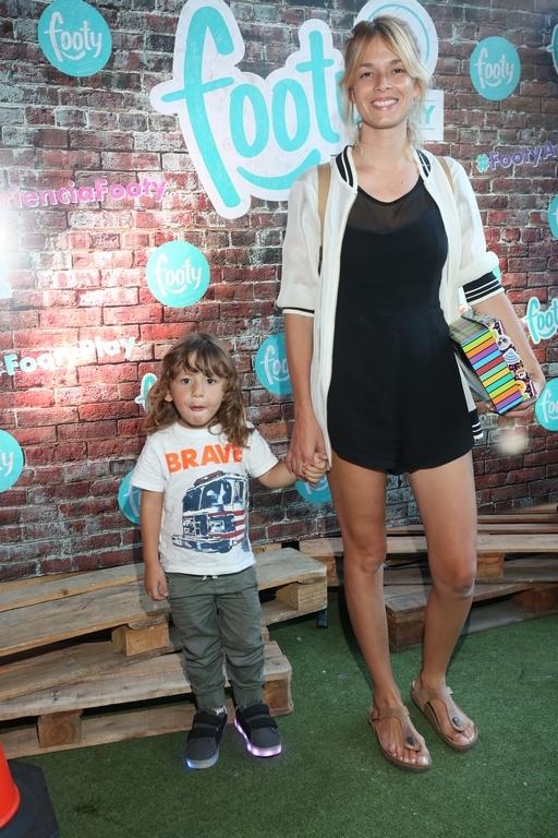 Flor Salvioni y su hijo en FOOTY