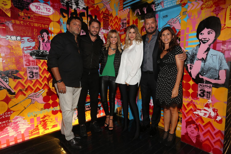 Gabriel Hochbaum y su mujer Calu, Mariano Chihade, Mariana Fabbiani, Guillermina Valdes y Marcelo Tinelli