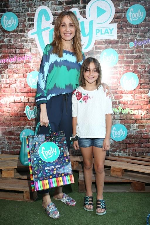 Vero Lozano y su hija Antonia en FOOTY