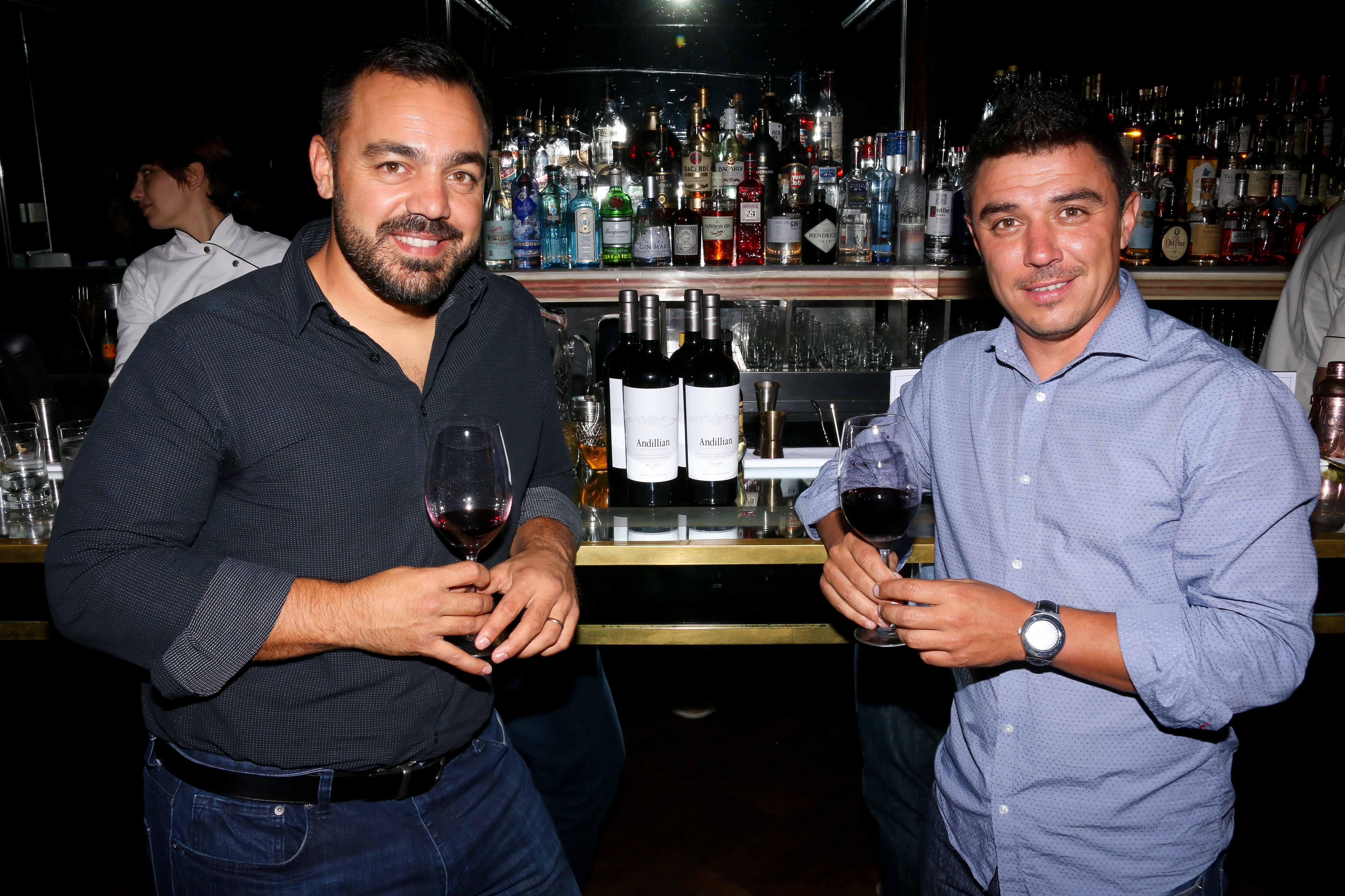 Lucas Gimenez Bachiocchi, winemaker de La Coste de los Andes junto a parte del equipo enológico