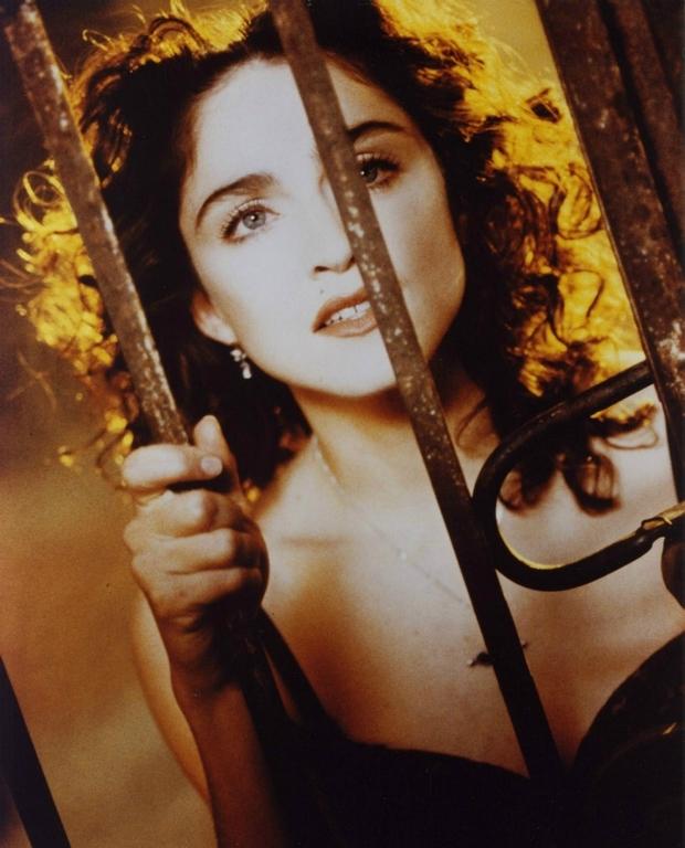 18 1989 lanzó 'Like a Prayer', otro de los escándalos de su carrera que la hizo volver a confrontarse con la Iglesia católica
