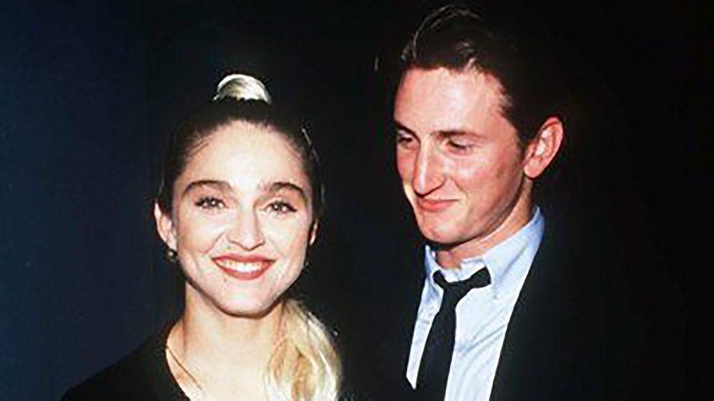 25 Madonna se casó con el actor Sean Penn el día de su cumpleaños 27 en una hermética ceremonia en Malibú