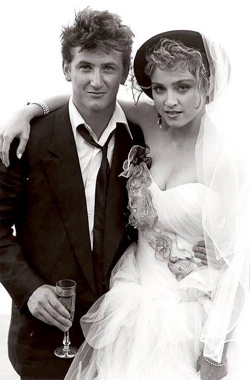 26 La boda cobró repercusión mundial, era la pareja del momento. Los paparazzis infiltrados buscaron entrar en la intimidad de la celebración y conseguir imágenes, hecho que terminó en escándalo