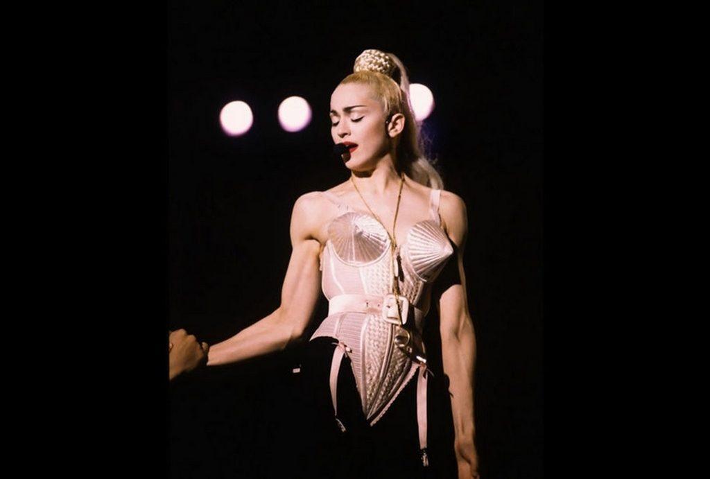 30 La prenda es un objeto de culto y forma parte de la historia de la moda. Fue subastado por más de 70 mil dólares