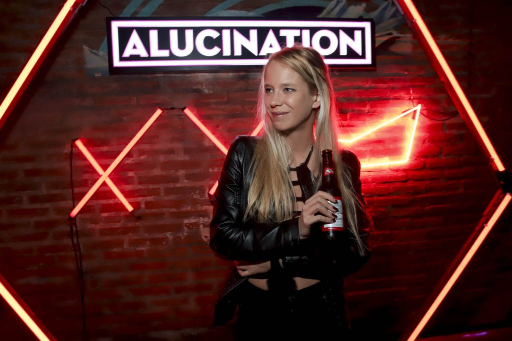 Alucination XX Crobar Budweiser (16)