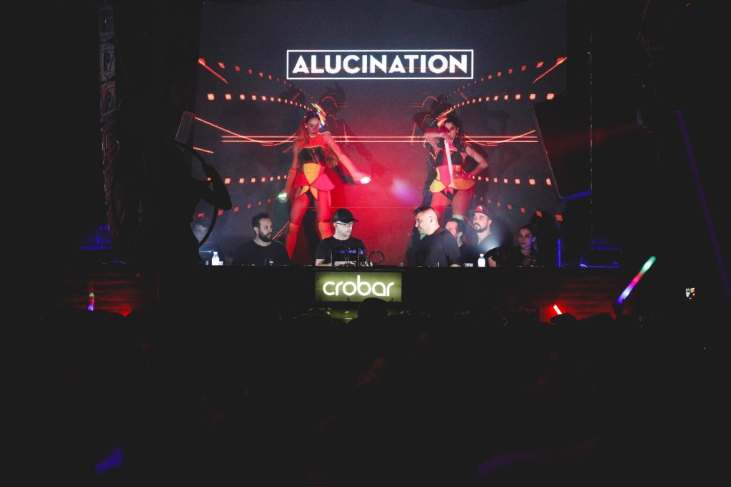 Alucination XX Crobar Budweiser (36)