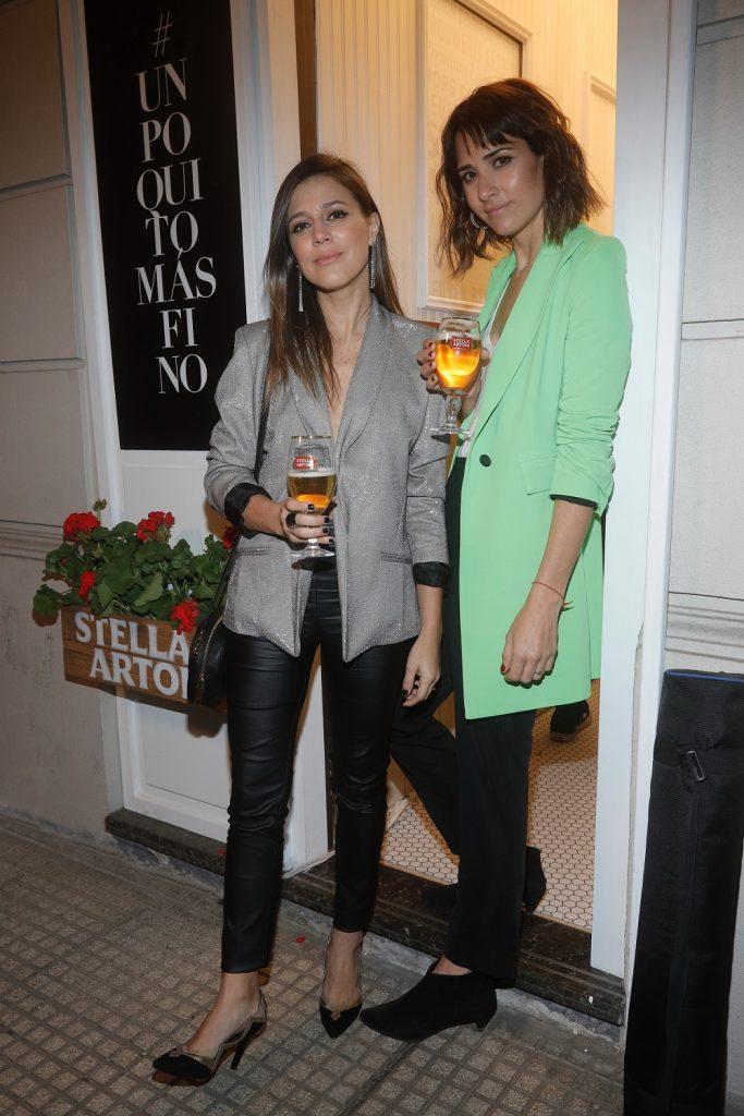 Constanza Crotto y Maru Gandara (Muy Mona) disfrutando de la Petit Artois en el bar más finito del mundo