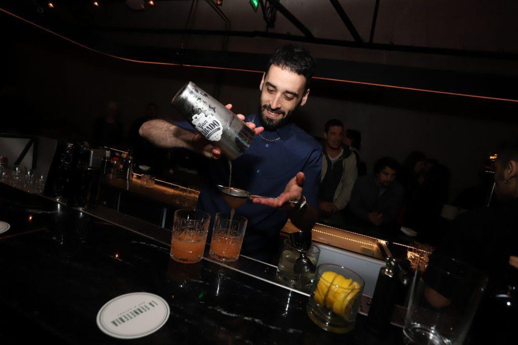 Gon Cabado, uno de los bartenders encargados de desarrollar los tragos de autor de La Fernteria