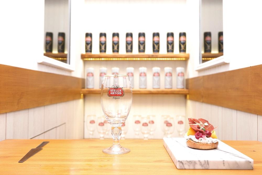 Lanzamiento de la nueva lata Petit Artois en el bar más finito del mundo (1)