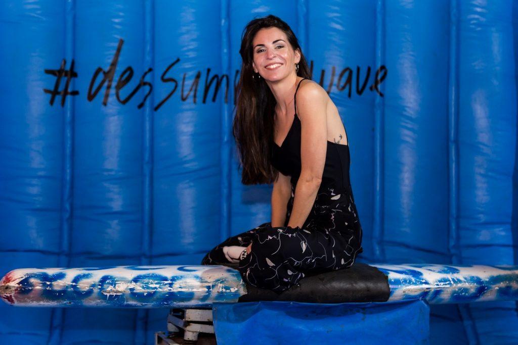 Eleonora Perez Caressi previo al desafio de la tabla de surf en el evento de Desiderata