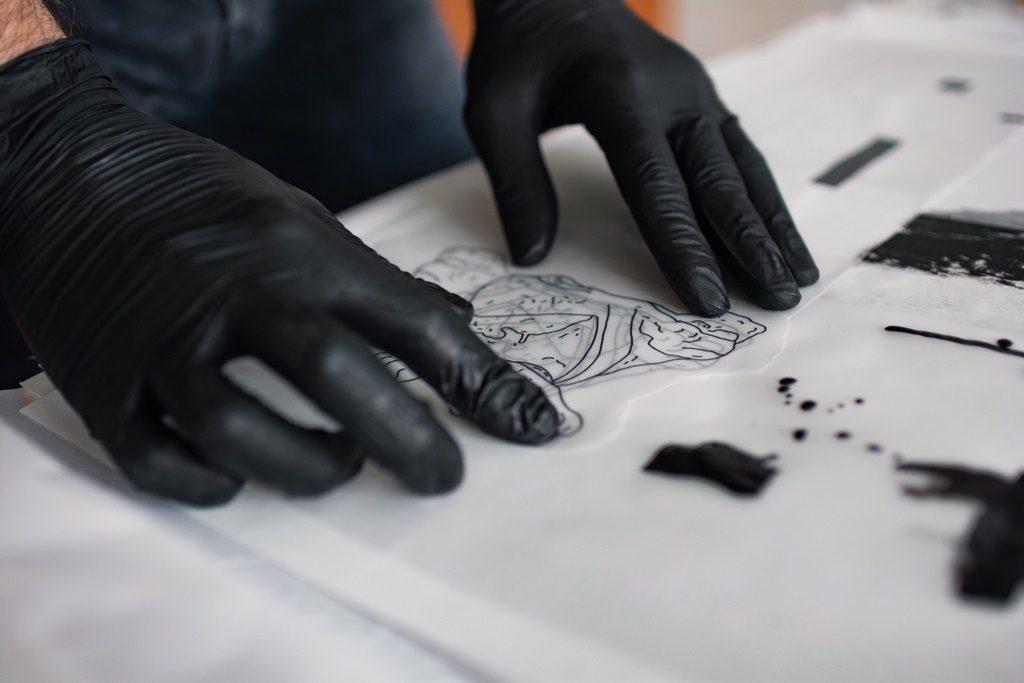 Julian Brangold, el artista que se sumergió en el tatuaje como medio de expresión