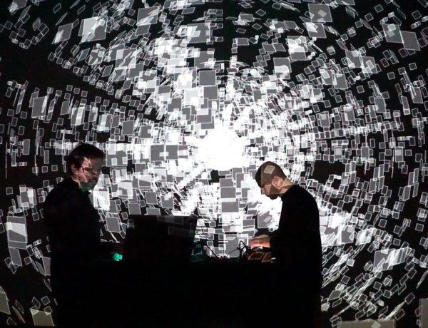 MUTEK.AR Chronostasis es la quinta colaboración de Frank Vigroux y Antoine Schmitt
