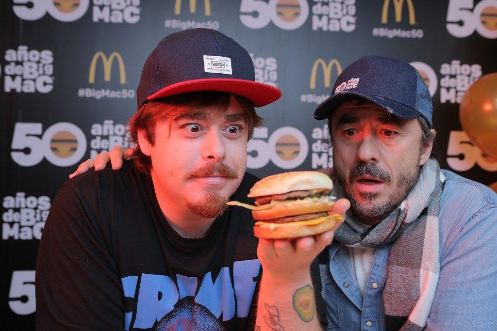 Migue y Pablo Granados luego de preparar su propia Big Mac