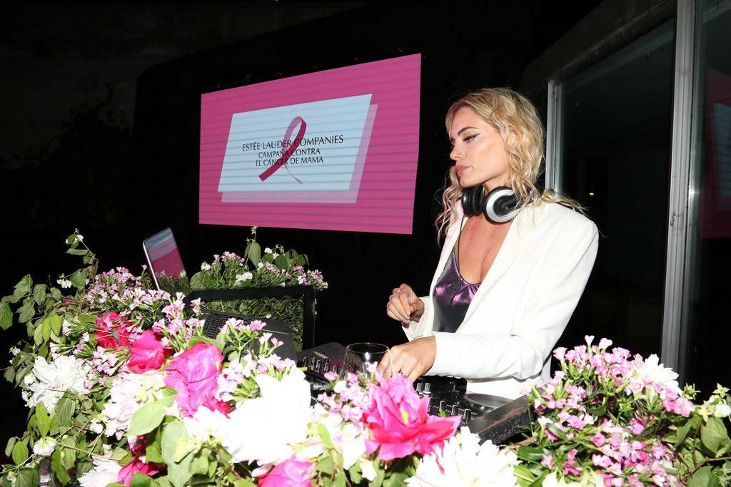 Emilia Attias tocó en el Cocktail de Estee Lauder de la Campaña Contra el Cancer de Mama