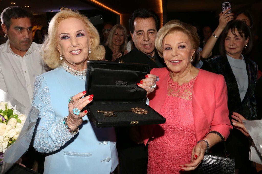 Mirtha Legrand y María del Carmen Cheda de Álvarez Argüelles en la apertura del nuevo hotel Grand Brizo Buenos Aires