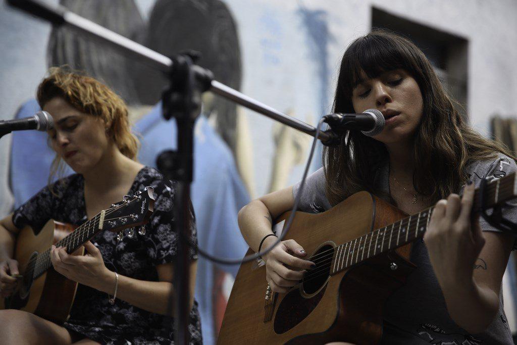Rosario Ortega y Sofia Vitola musicalizaron la inauguración del local de Jota & Co