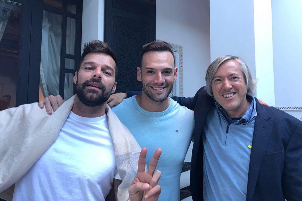 Marko Silva junto a Ricky Martin