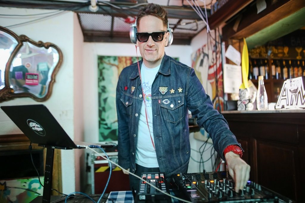 El DJ Nico Cota