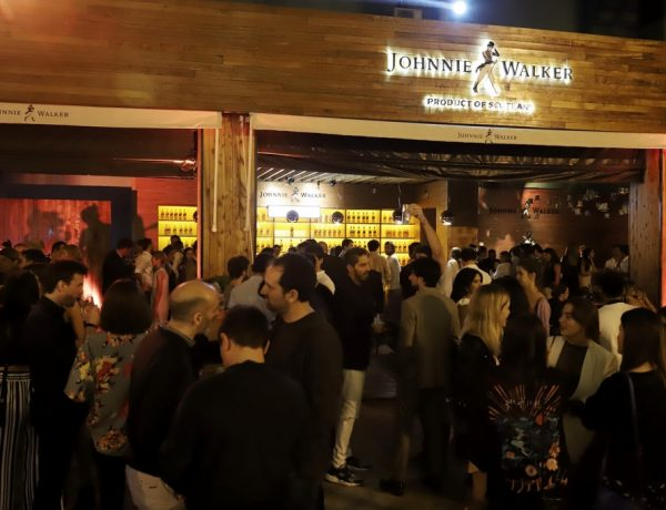 Sociabilizando en el primer after polo de Johnnie Walker