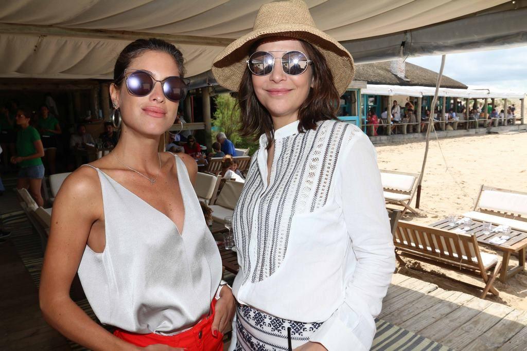 Agustina Casanova y Sandra Hillar en el almuerzo de PAULE KA en La Huella