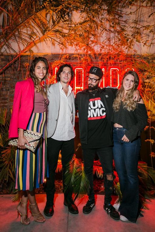 Agustino Fontevecchia y Eddite Fitte con sus parejas en la apertura de Mamba