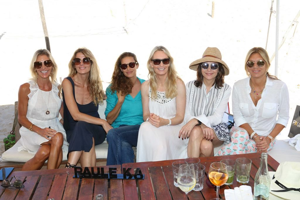 Gabriela Castellani, Andrea Martinez, Georgina Alliata, Sandra Hillar, Bettina Bulgheroni en el almuerzo de PAULE KA en La Huella