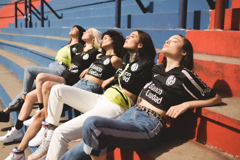 Nike presenta junto a Madness Clothing una edición limitada de la tercera camiseta de San Lorenzo (9)