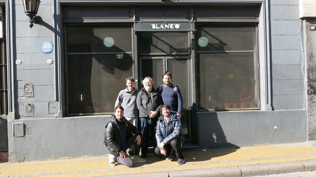 Silla Plaka 3 equipo junto a Ricardo