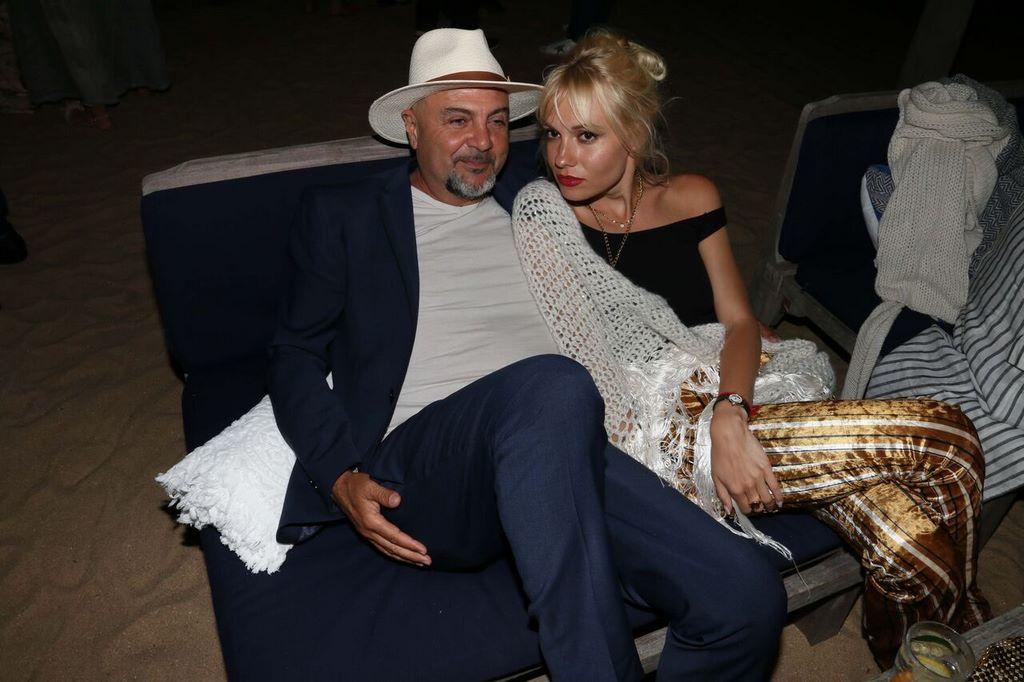 Adolfo Suaya y su novia Sophie en el festejo de Casa Suaya en La Caracola