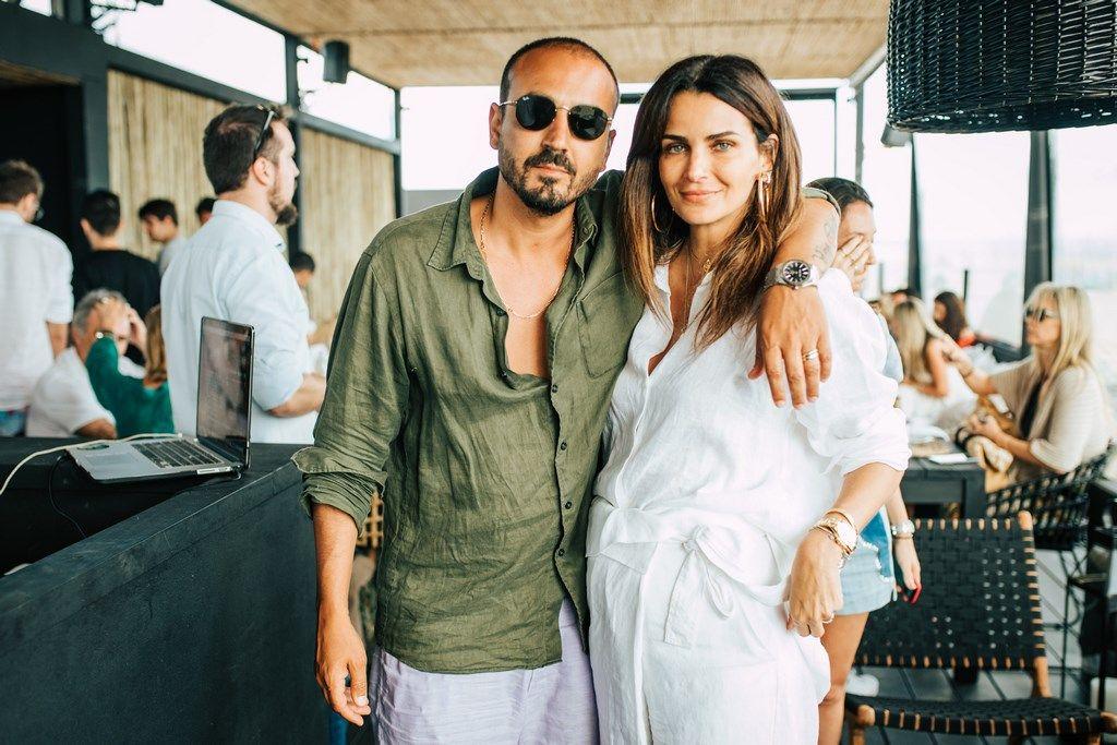 El empresario Roger Rodriguez, creador de Las Piedras Beach Club y Fasano junto a la conductora Brasileña Fernanda Motta