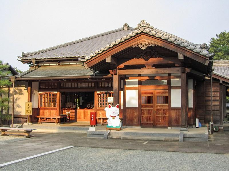 Gotokuji_templo_gatos_buena_suerte_loqueva (4)